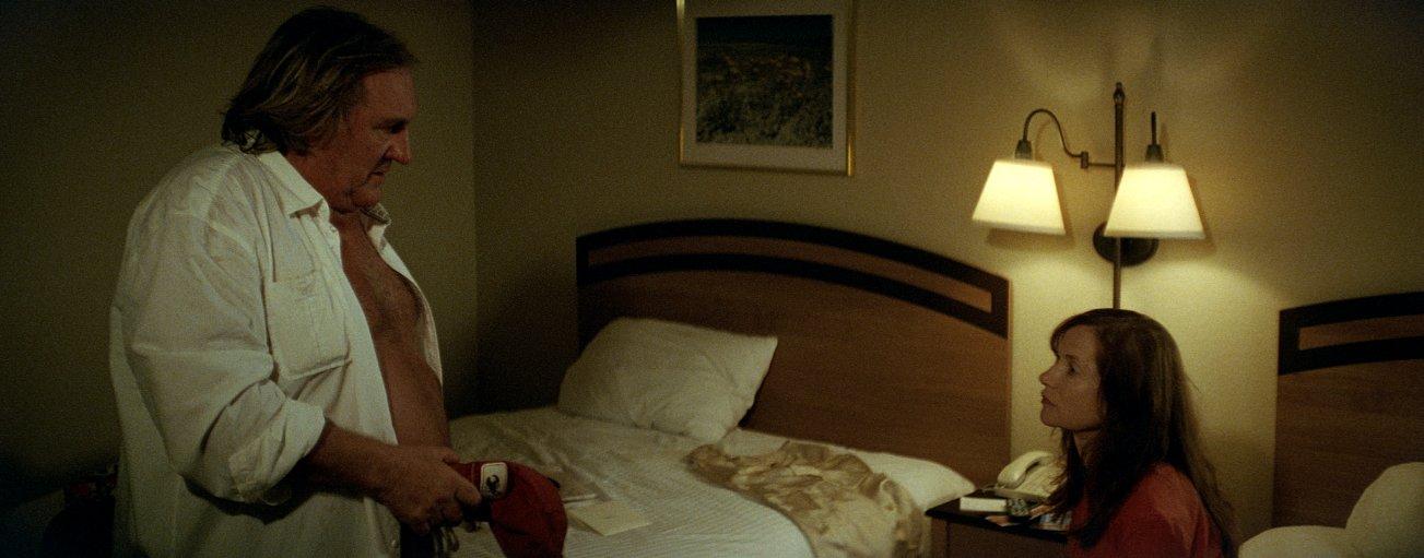 Valley of Love: Isabelle Huppert con Gérard Depardieu in un'immagine del film