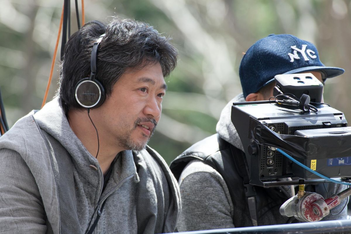 Our Little Sister: il regista Hirokazu Koreeda sul set