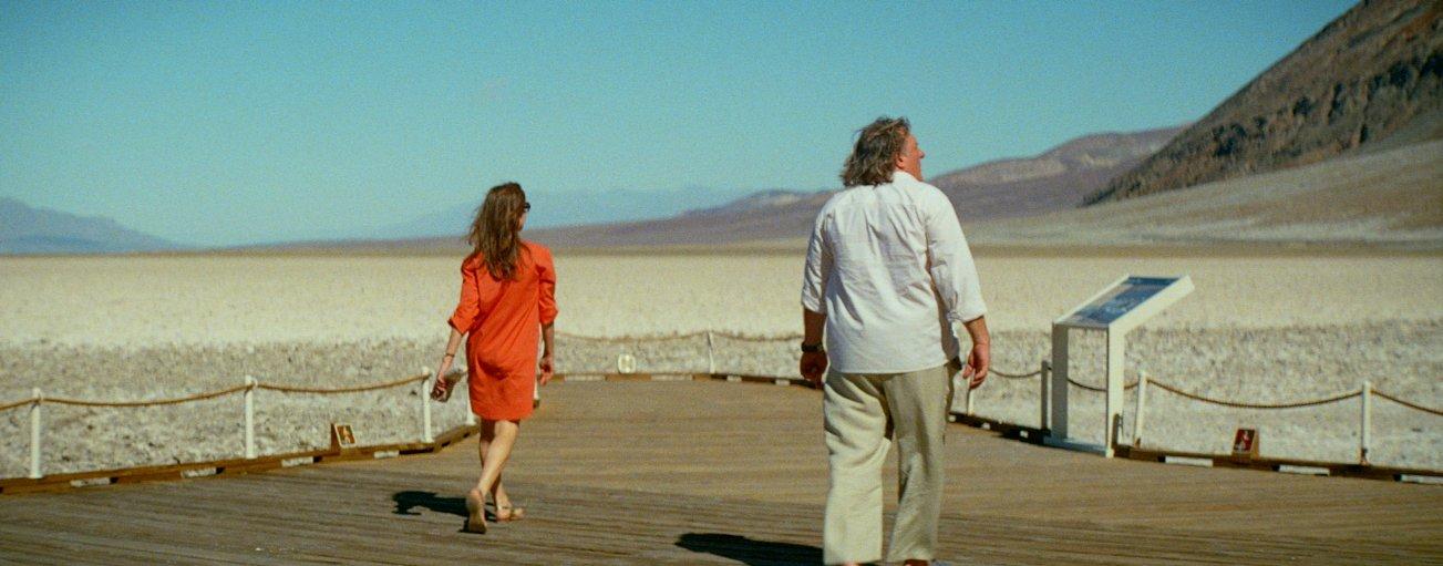 Valley of Love: Gérard Depardieu con Isabelle Huppert in una scena del dramma
