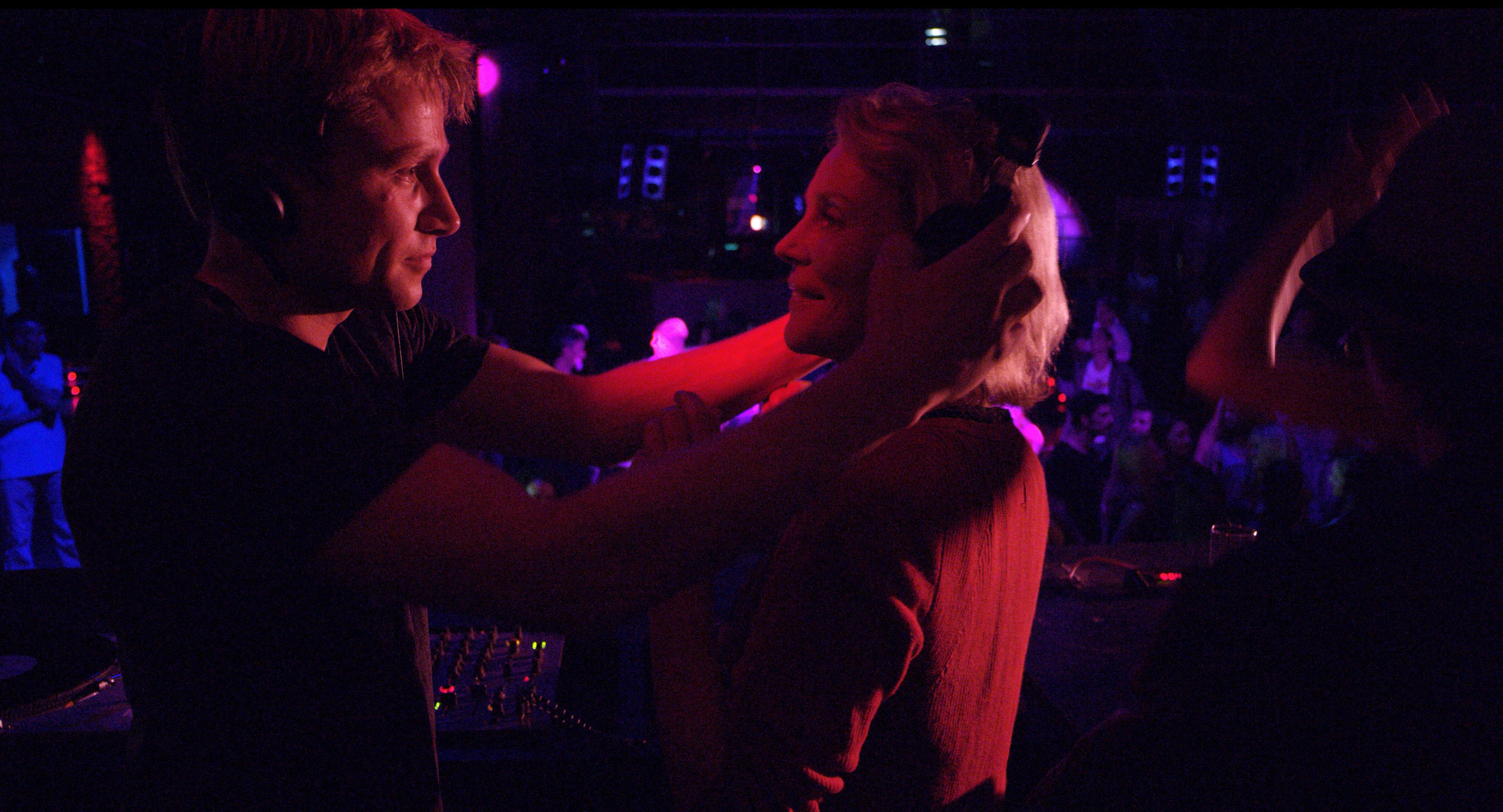 Amnesia: Marthe Keller e Max Riemelt in un'immagine dal film di Barbet Schroeder