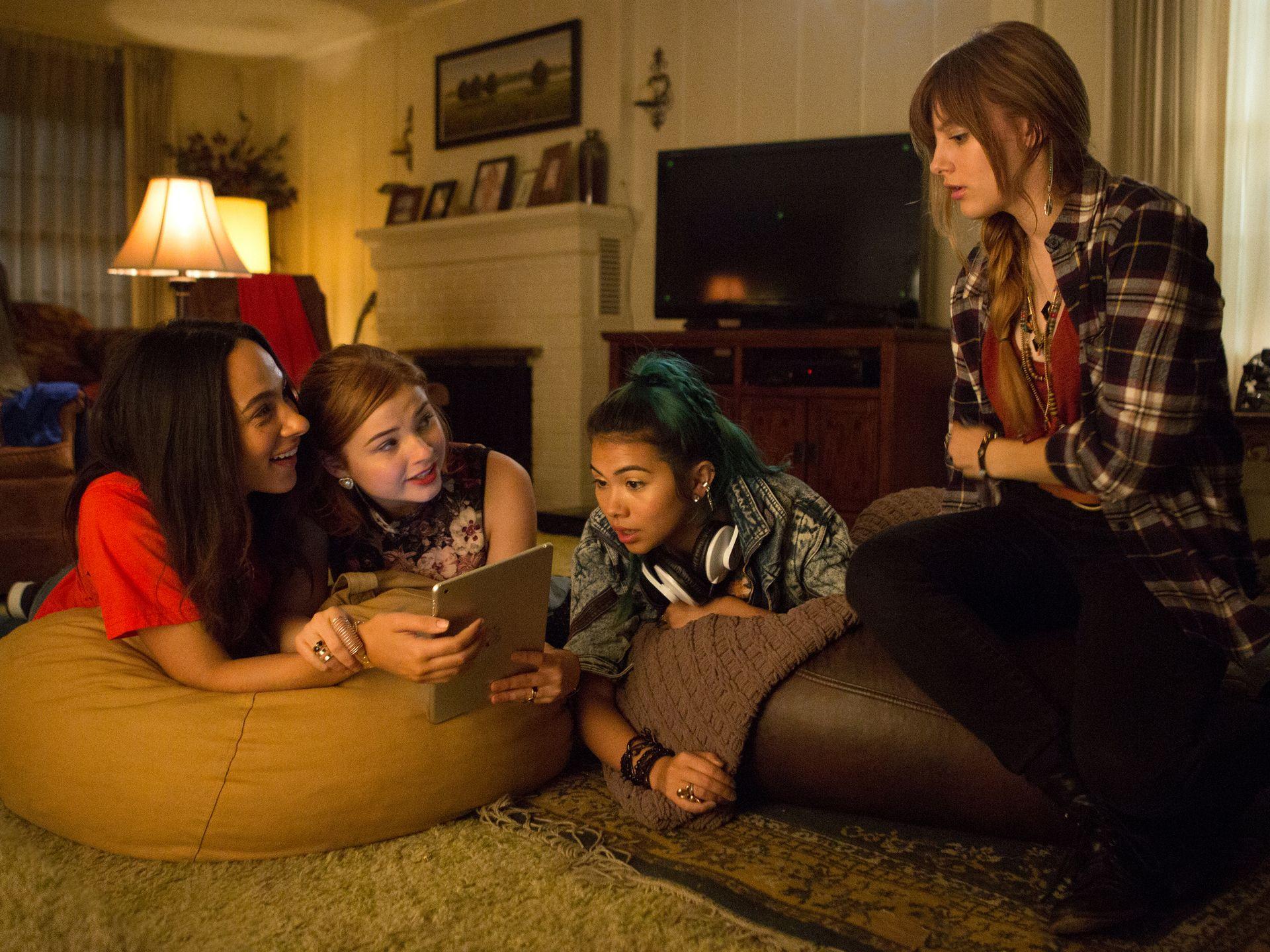 Jem and the Holograms: le protagoniste Aubrey Peeples, Stefanie Scott, Aurora Perrineau, Hayley Kiyoko