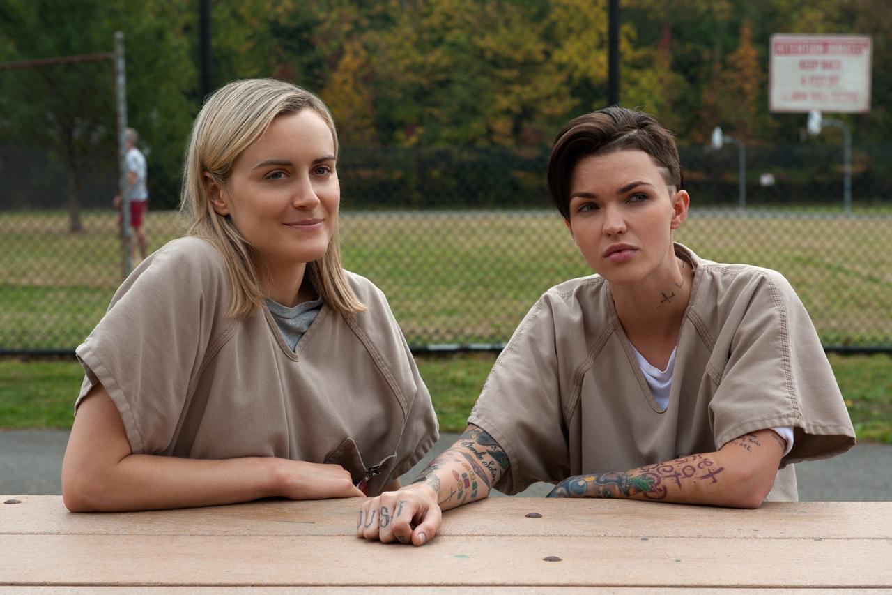 Orange is the New Black: Taylor Schilling e Ruby Rose in un'immagine della terza stagione