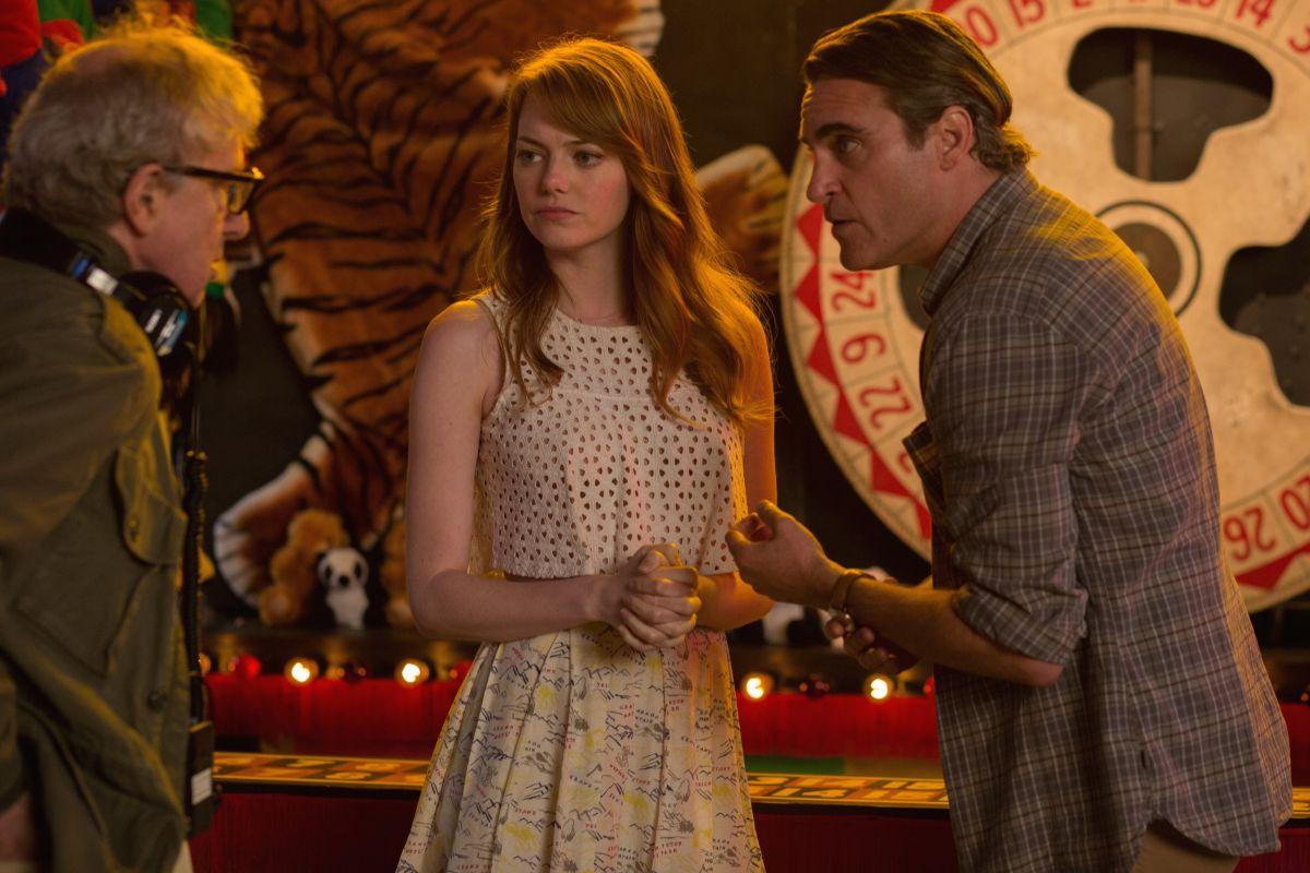 Irrational Man: il regista Woody Allen con Emma Stone e Joaquin Phoenix in un'immagine dal set