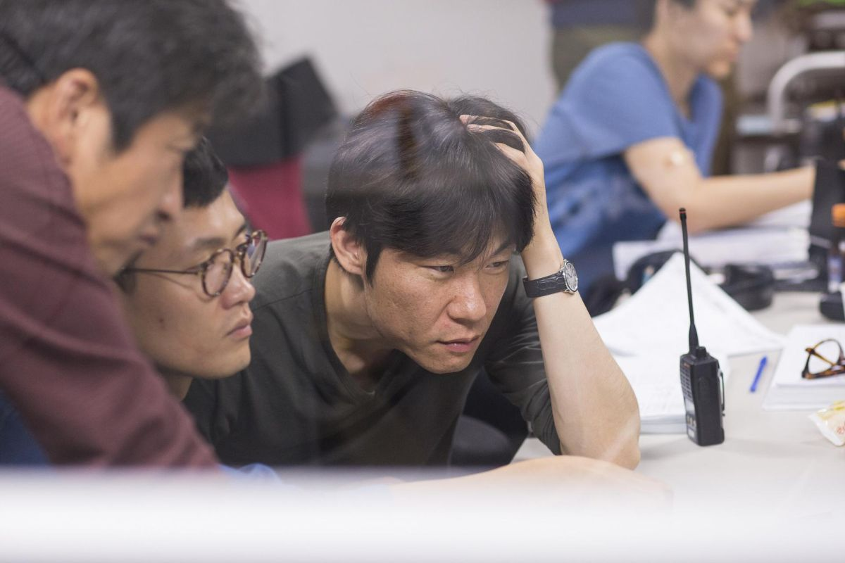 Office: il regista Hong Won-Chan in un'immagine dal set