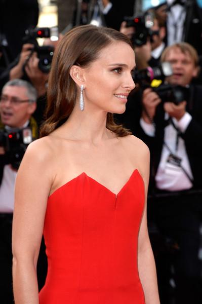 Cannes 2015: l'affascinante Natalie Portman sul red carpet della serata di apertura