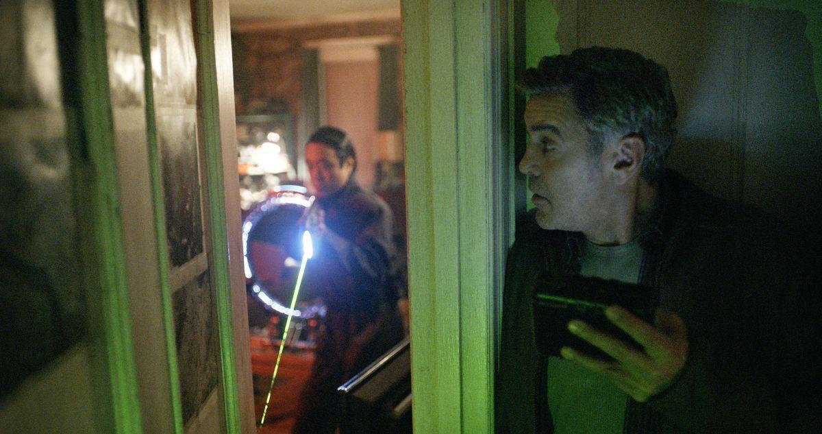 Tomorrowland - Il mondo di domani: George Clooney in una concitata scena del film