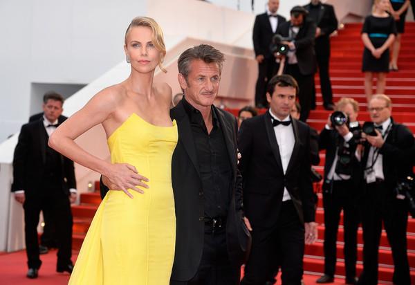 Cannes 2015: Charlize Theron e Sean Penn sul red carpet della première di Mad Max: Fury Road