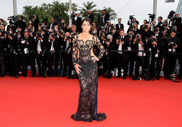 Cannes 2015: l'attrice Michelle Rodriguez sul red carpet della première di Mad Max: Fury Road