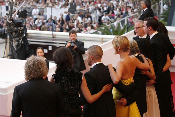 Cannes 2015: il cast di Mad Max: Fury Road posa per i fotogragi sul red carpet