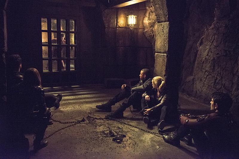 Arrow: il team Arrow viene salvato da The Flash in My Name Is Oliver Queen