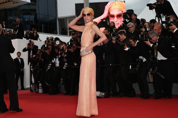 Cannes 2015 - Parker Posey posa per i fotografi sul red carpet