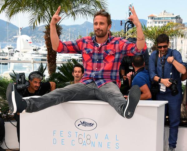 Cannes 2015: Matthias Schoenaerts durante un momento divertente del photocall di Maryland