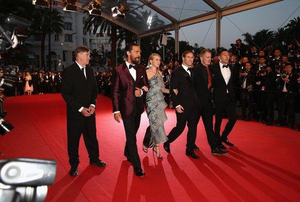 Cannes 2015: Gus Van Sant, Matthew McConaughey, Naomi Watts e il team che ha realizzato The Sea of Trees sul red carpet