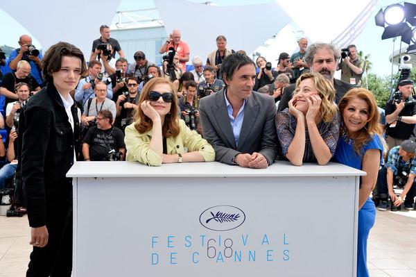 Cannes 2015 - Jules Benchetrit, Isabelle Huppert, Samuel Benchetrit, Valeria Bruni Tedeschi e Tassadit Mandi al photocall di Asphalte