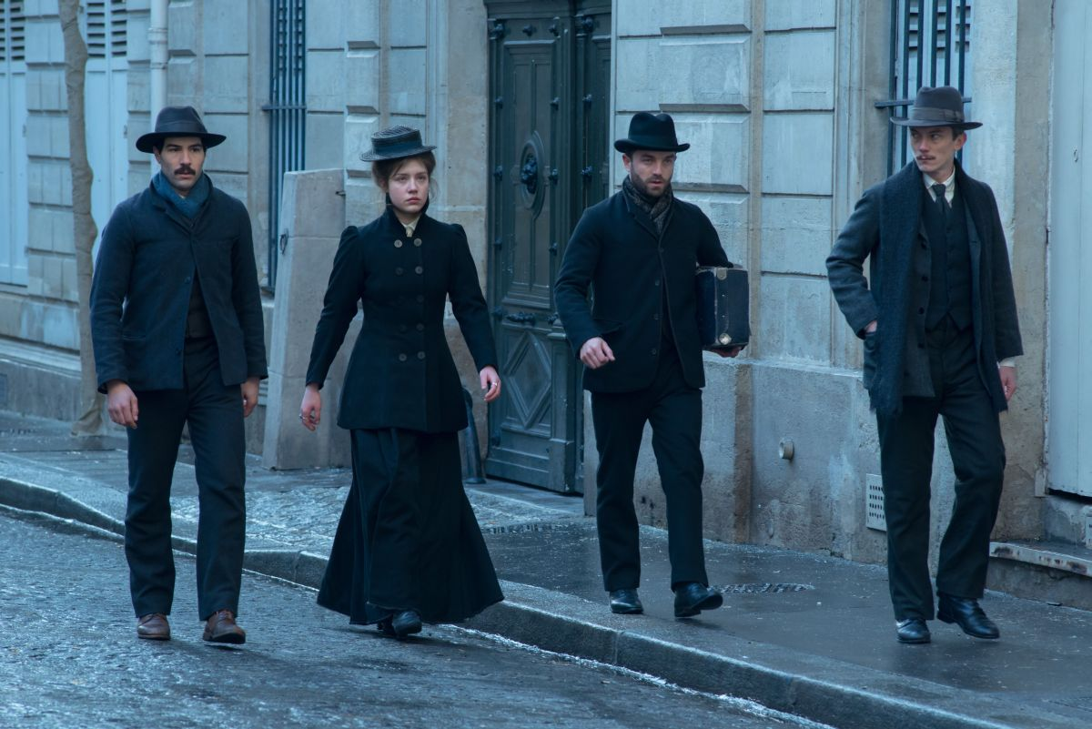 Les Anarchistes: Tahar Rahim con Adèle Exarchopoulos, Swann Arlaud e Guillaume Gouix in una scena