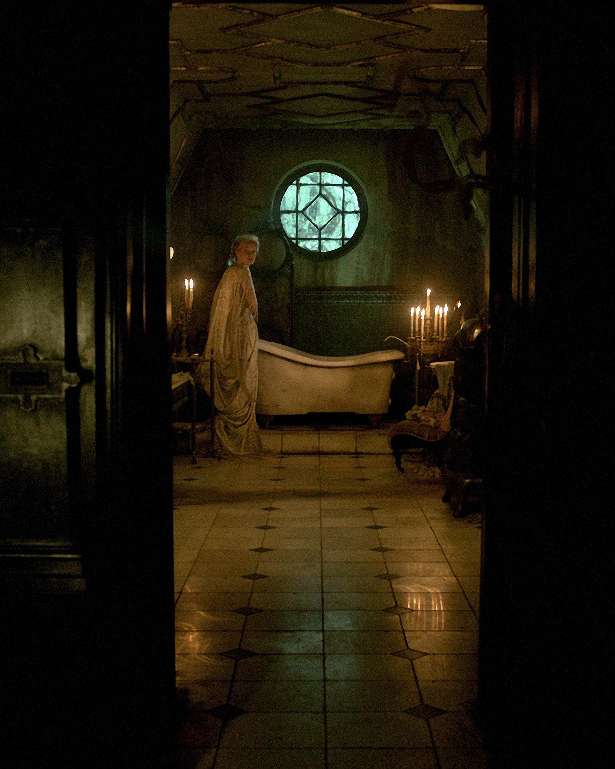 Crimson Peak: Mia Wasikowska in un'immagine del film