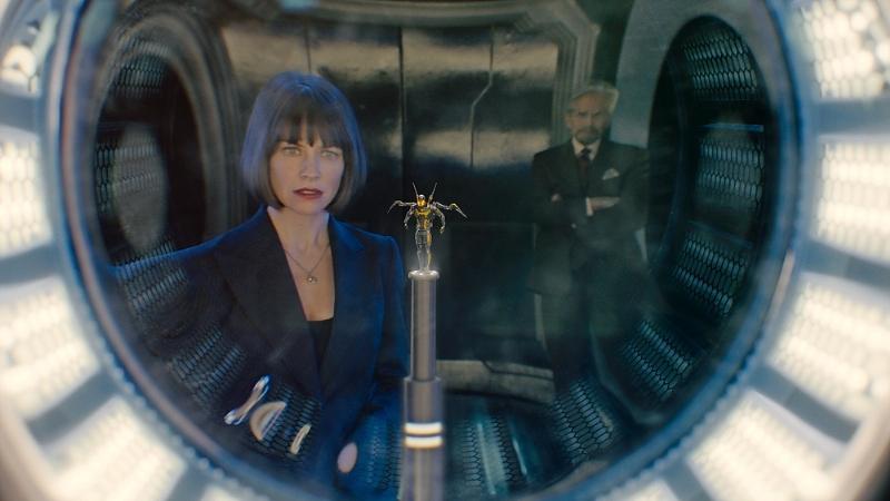 Ant-Man: Evangeline Lilly e Michael Douglas riflessi in un vetro