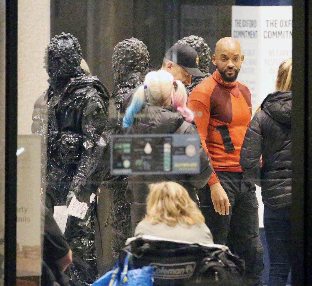 Suicide Squad: Margot Robbie e Will Smith accanto ad alcune creature