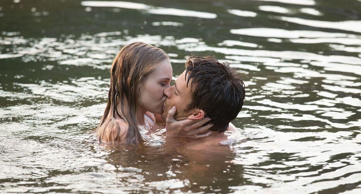 La risposta è nelle stelle: Britt Robertson con Scott Eastwood in una scena d'amore tratta dal film