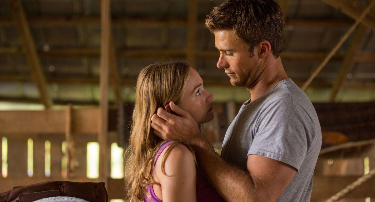 La risposta è nelle stelle: Britt Robertson con Scott Eastwood in una scena del film romantico