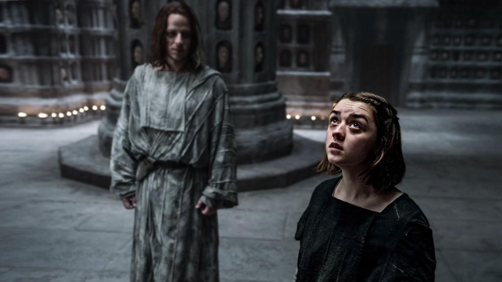 Il trono di spade: Maisie Williams in una scena dell'episodio Le serpi delle sabbie