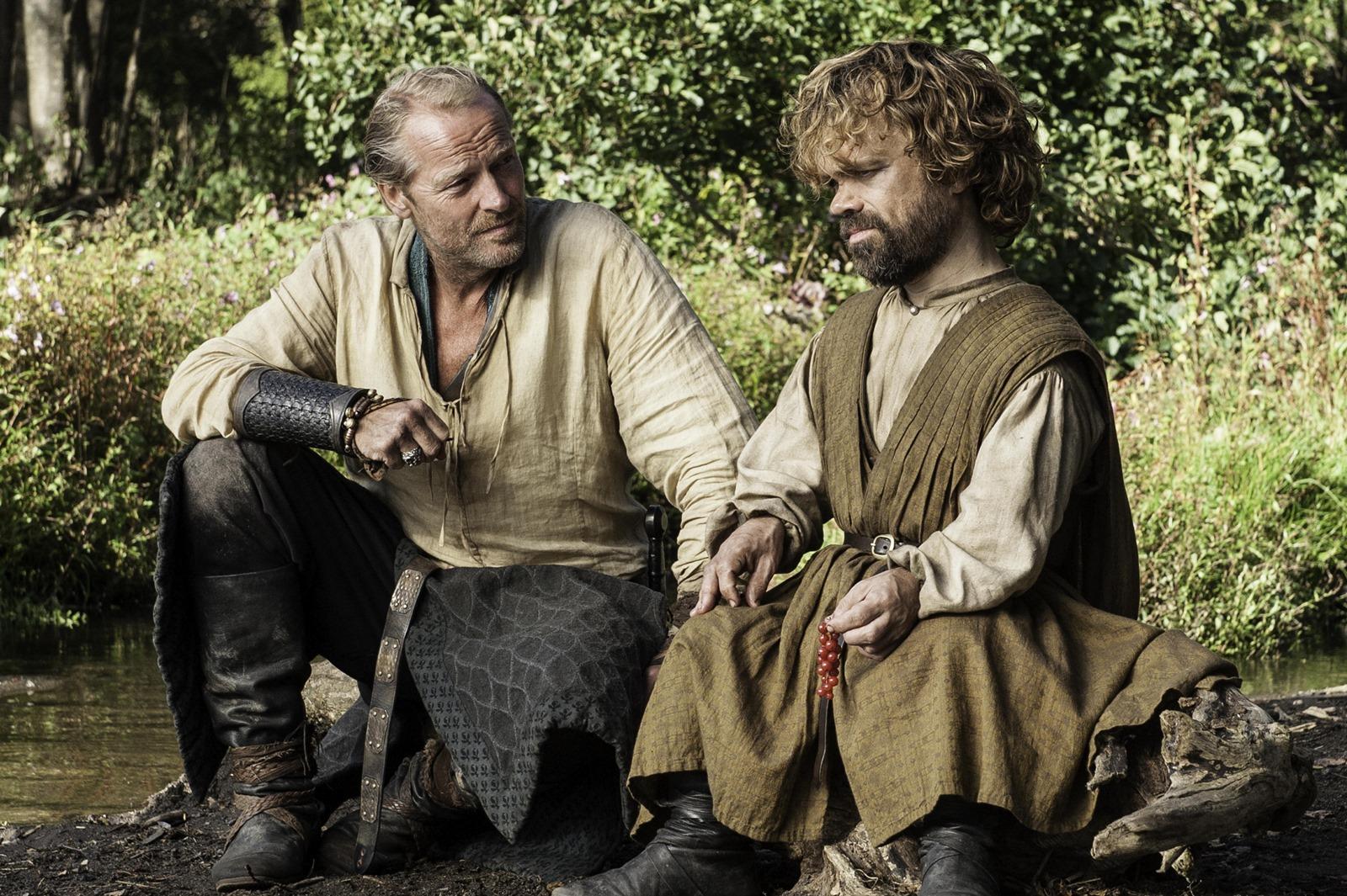 Il trono di spade: Iain Glen e Peter Dinklage nell'episodio Le Serpi delle Sabbie