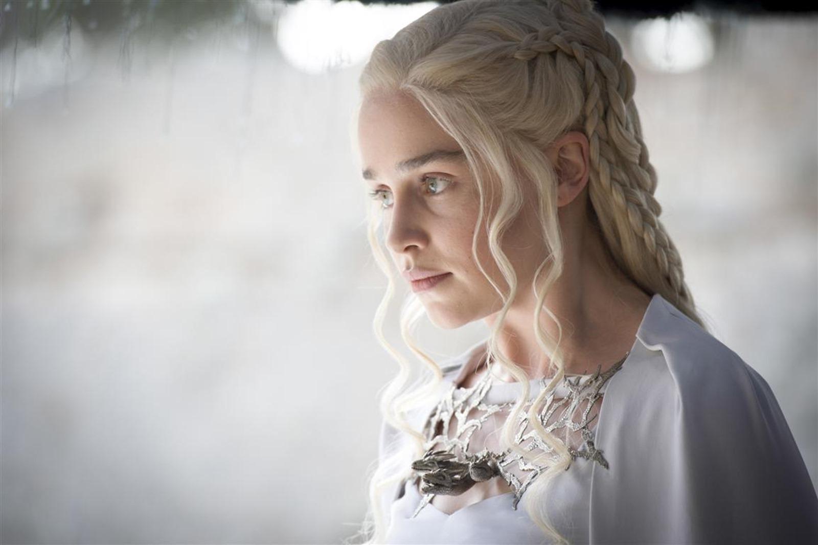Il trono di spade: Emilia Clarke interpreta Daenerys nella puntata The Gift