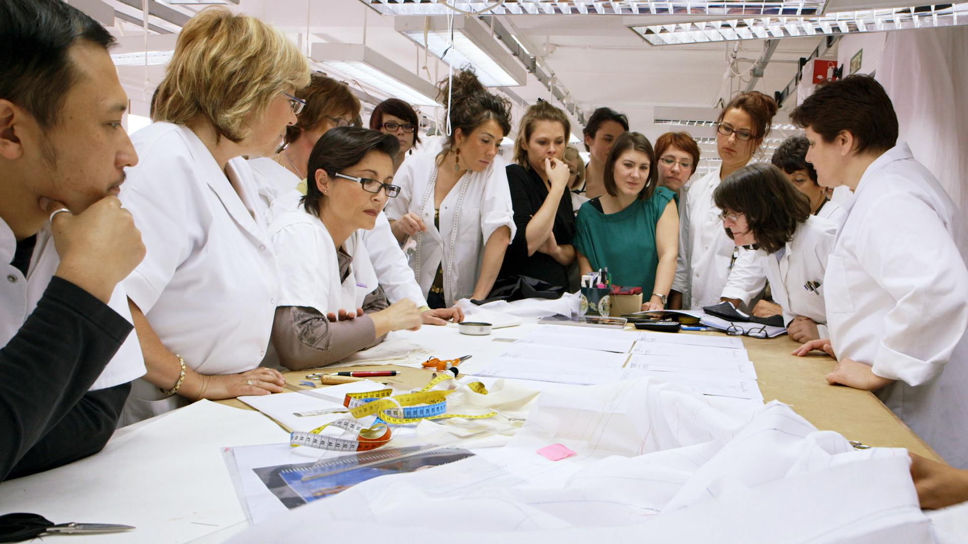 Dior and I: lo staff della maison di Christian Dior a lavoro in una scena del documentario