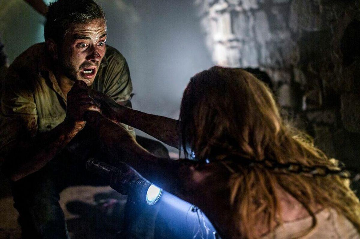 Wolf Creek 2 - La preda sei tu: Ryan Corr in una concitata scena del film