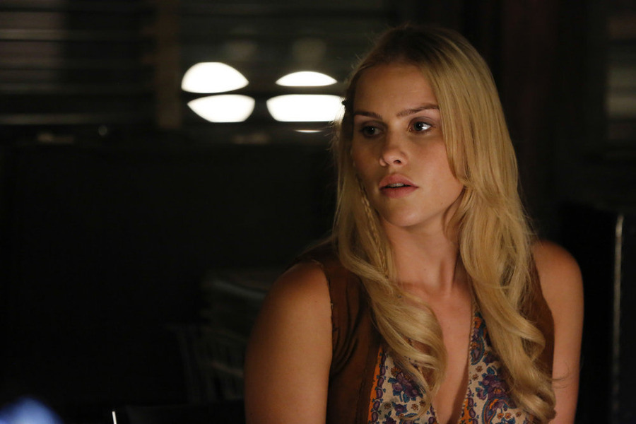 Aquarius: l'attrice Claire Holt nell'episodio Everybody's Been Burned