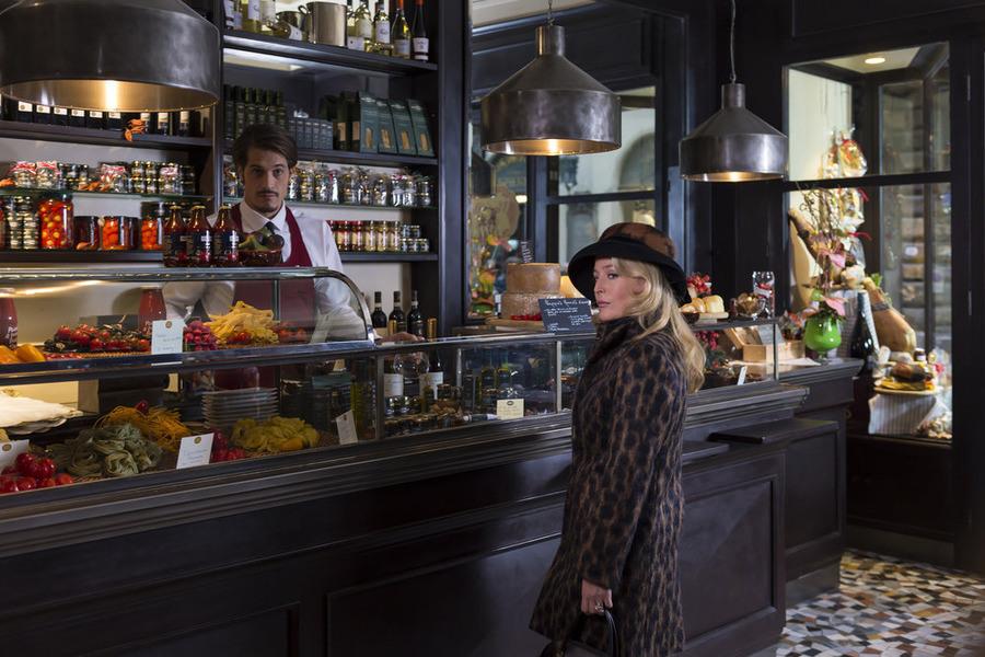 Hannibal: l'attrice Gillian Anderson in una scena dell'episodio intitolato Antipasto