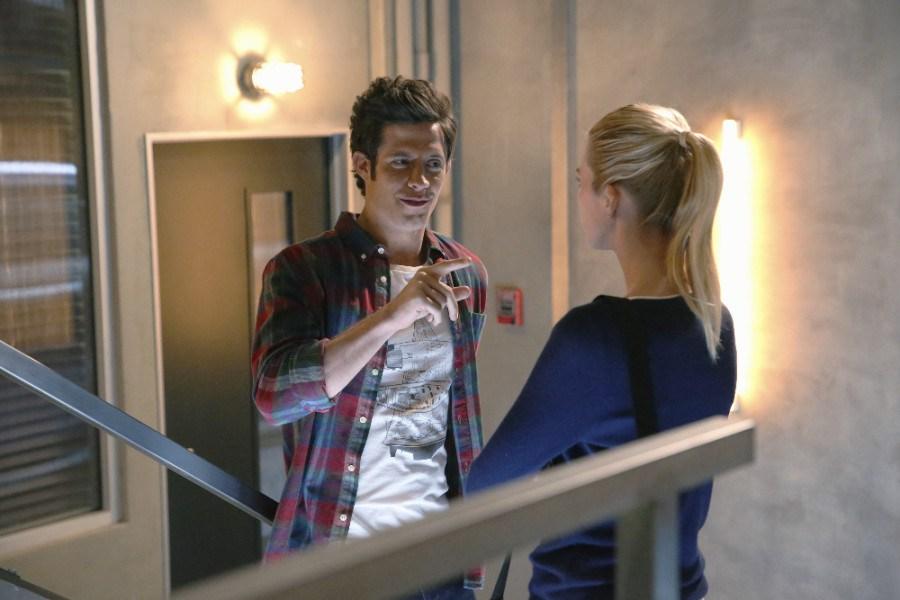 Stitchers:  Kyle Harris, ed Emma Ishta in una scena della première intitolata A Stitch in Time