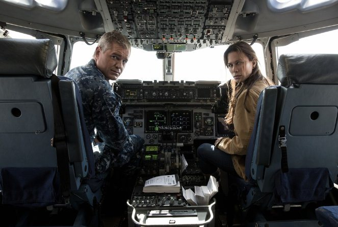 The Last Ship: Eric Dane e Rhona Mitra in Unreal City