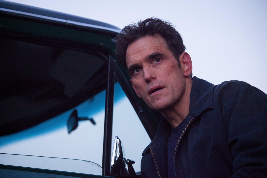 Wayward Pines: il protagonista Matt Dillon in Our Town, Our Law