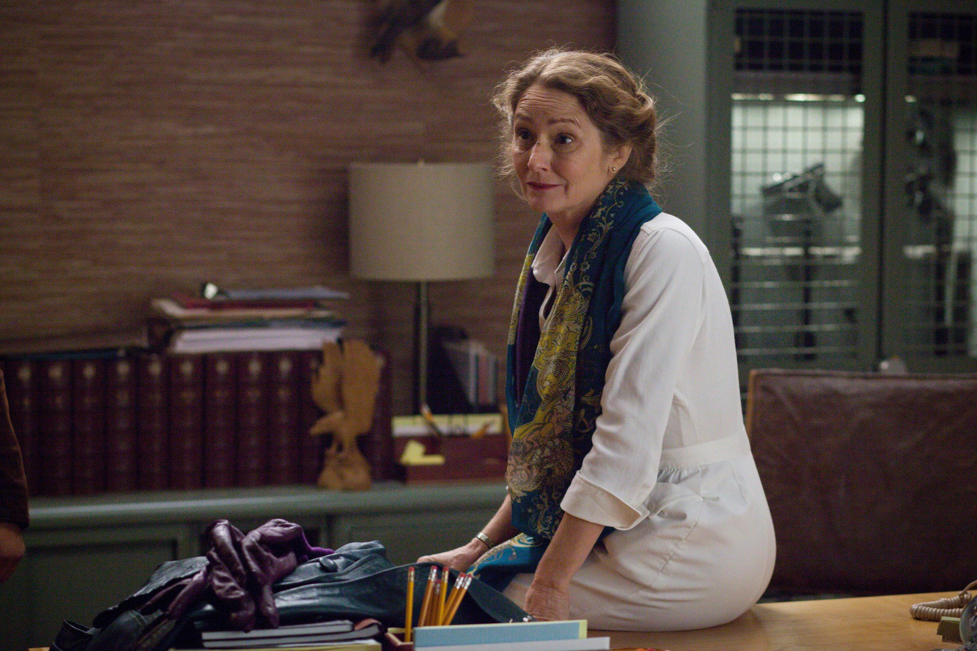 Wayward Pines: Melissa Leo in un'immagine dell'episodio Our Town, Our Law