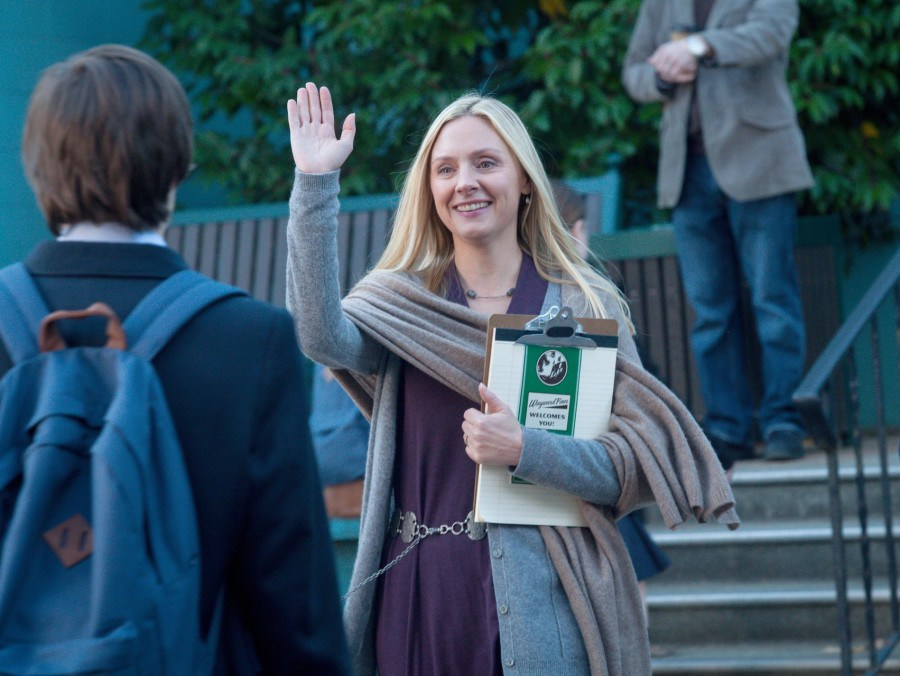 Wayward Pines: Hope Davis in una scena dell'episodio Una nuova vita