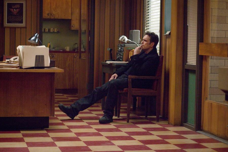 Wayward Pines: Matt Dillon in un momento di riflessione nell'episodio Una nuova vita