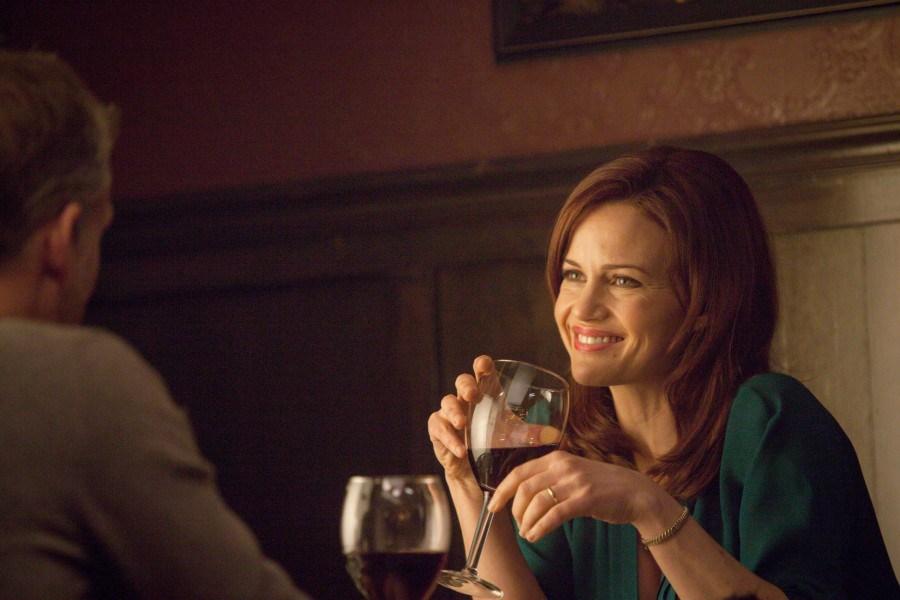 Wayward Pines: l'attrice Carla Gugino in un'immagine tratta dalla quarta puntata della prima stagione