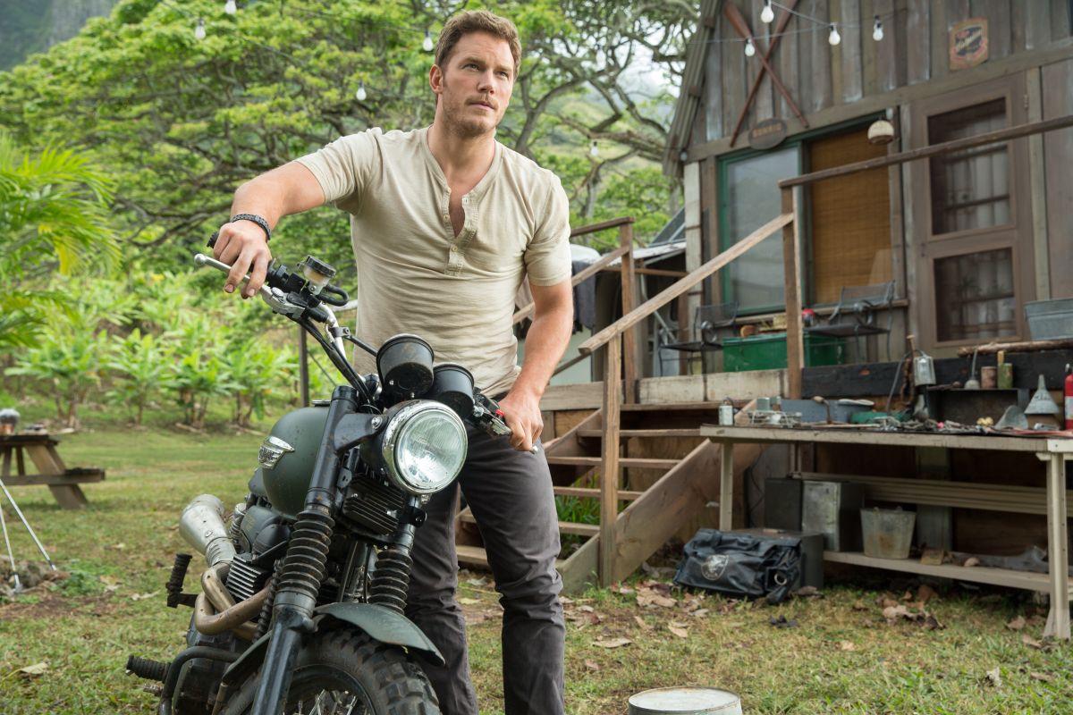 Jurassic World: Chris Pratt in moto nel parco