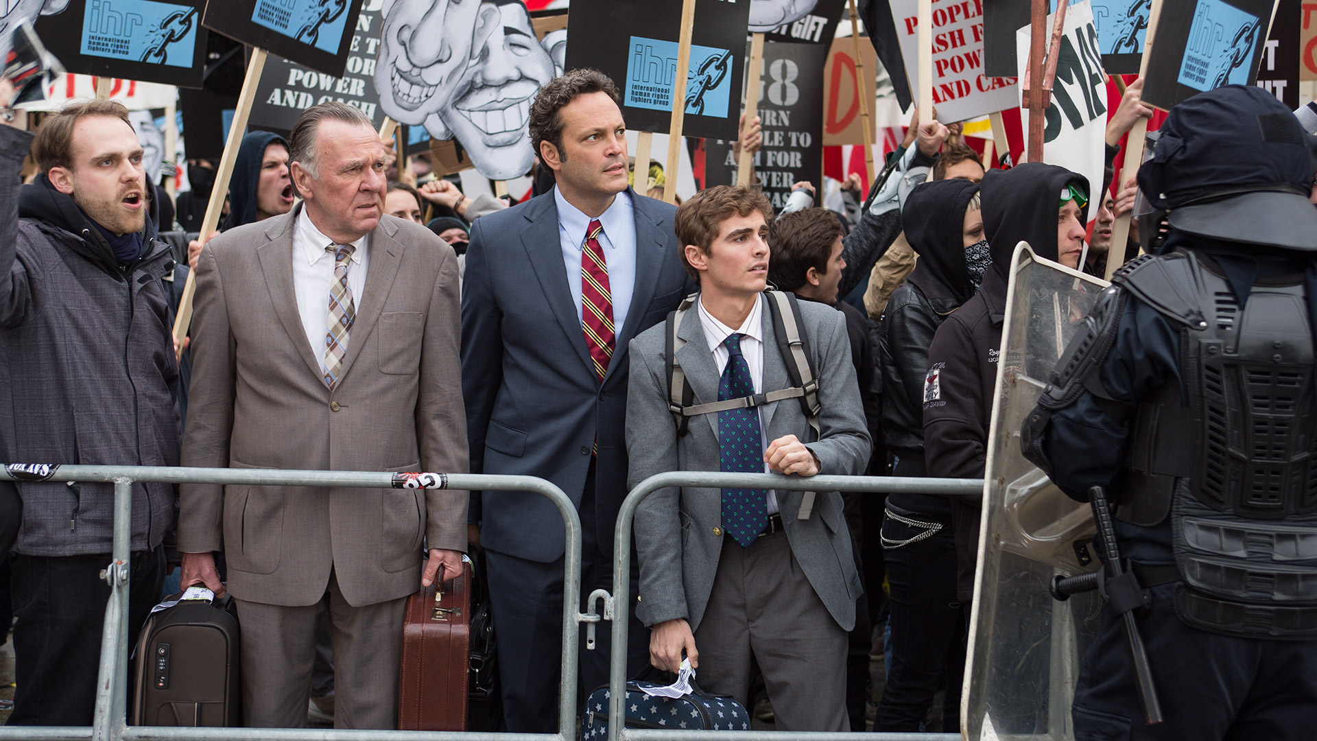 Affare fatto: Vince Vaughn in una scena del film con Tom Wilkinson e Dave Franco