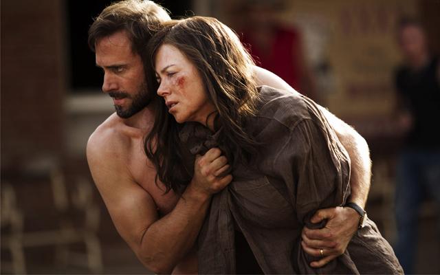 Strangerland: Nicole Kidman e joseph Fiennes in una drammatica immagine