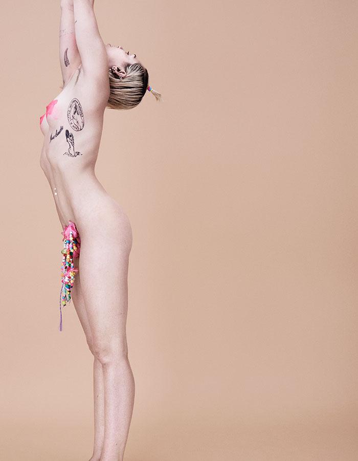 Miley Cyrus nuda sul magazine Paper (2015)