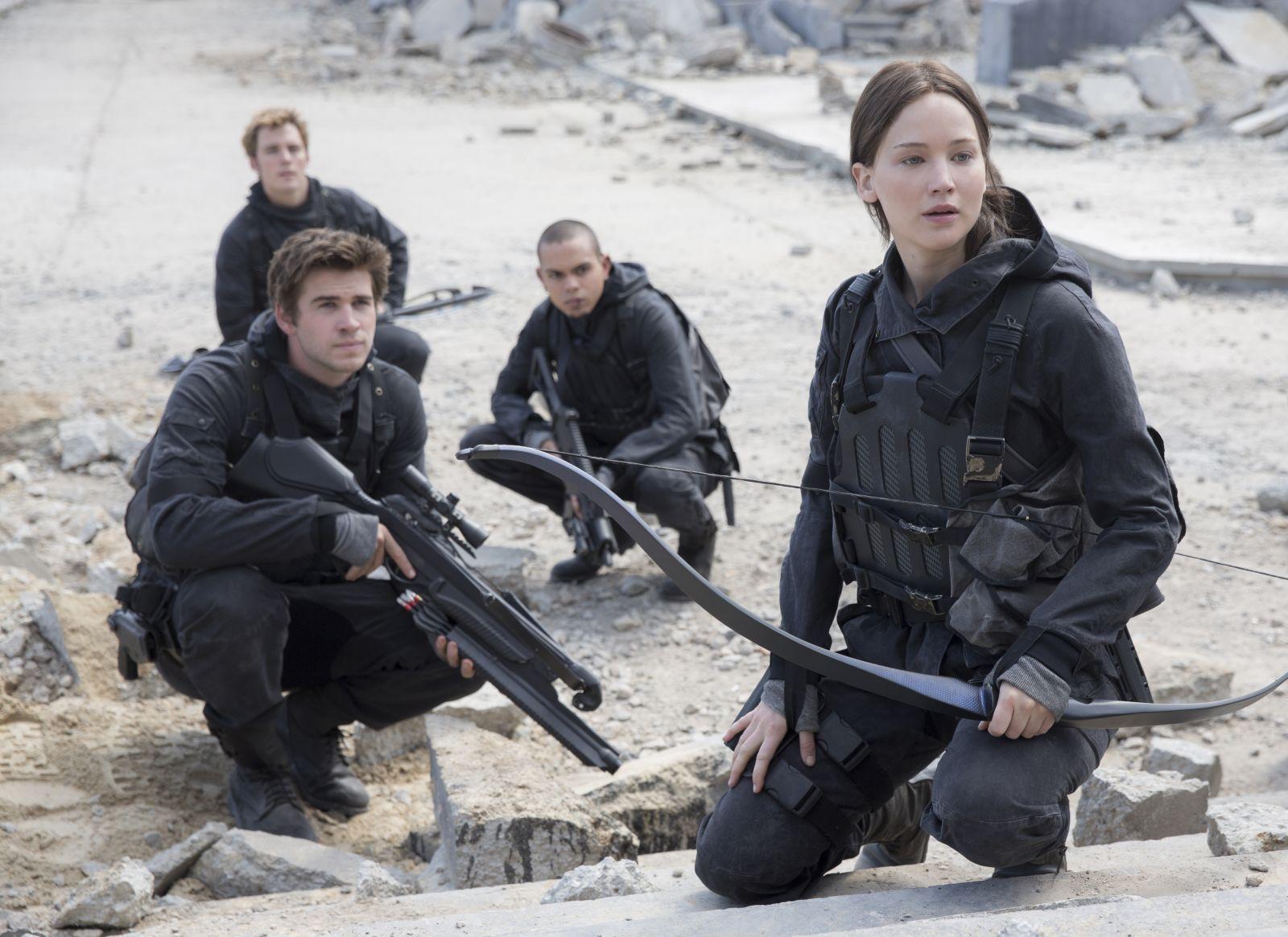 Hunger Games: Il canto della rivolta - Parte 2: Jennifer Lawrence, Liam Hemsworth, Sam Claflin ed Evan Ross in un'immagine del film