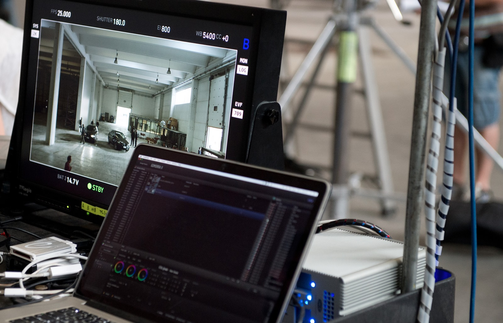 Gomorra - La serie: un dettaglio dell'attrezzatura sul set