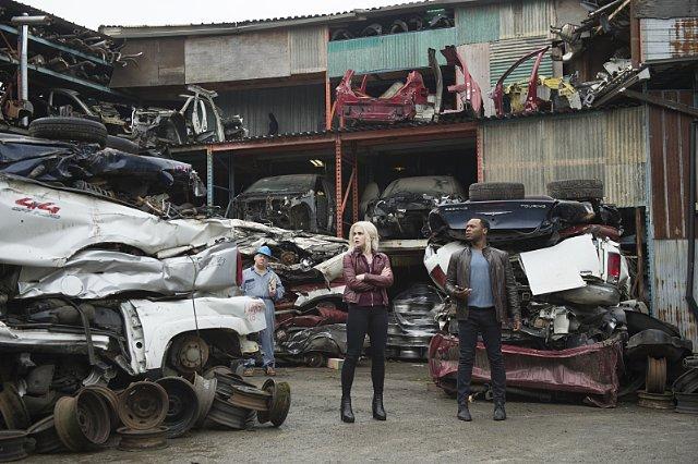 iZombie: Rose McIver e Malcolm Goodwin nel finale di stagione 1