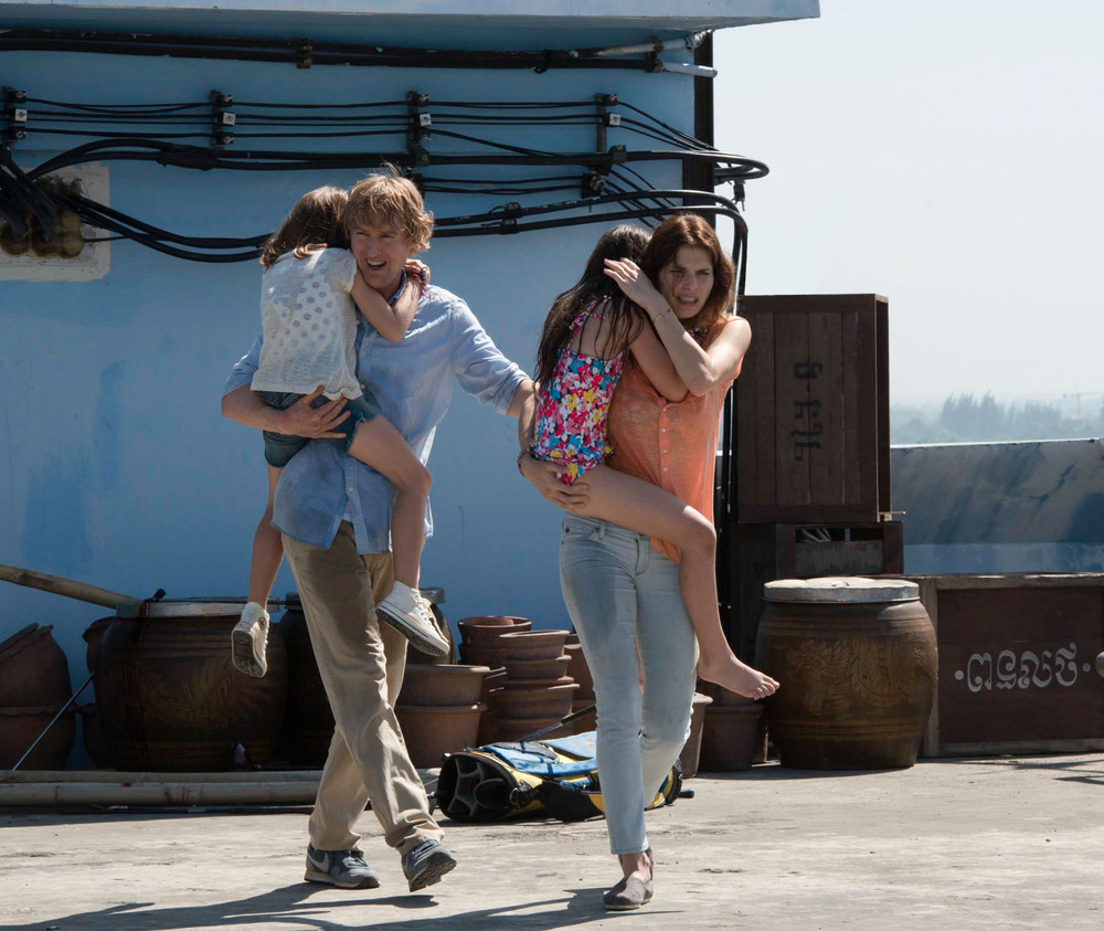 No Escape - Colpo di stato: Owen Wilson e Lake Bell in una scena del film