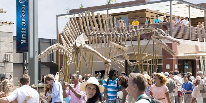 Jurassic World: lo scheletro di Spinosauro nel parco