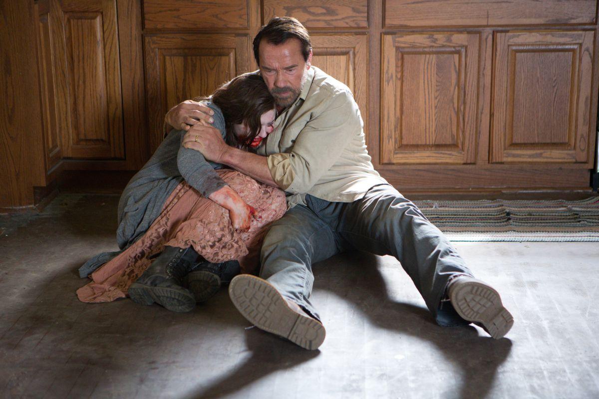 Contagious: Arnold Schwarzenegger con Abigail Breslin in una drammatica scena dell'horror