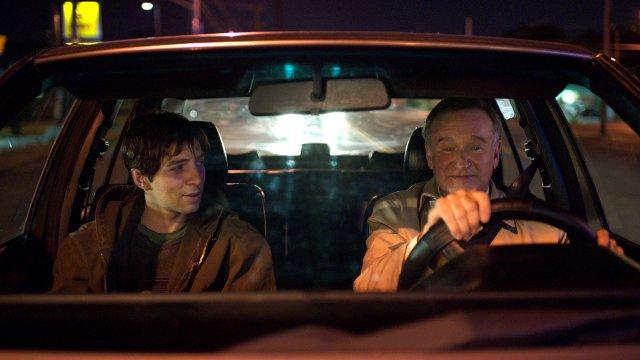 Boulevard: Robin Williams e Roberto Aguire in una scena
