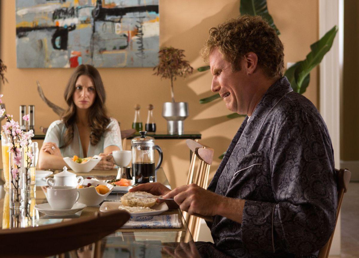 Duri si diventa: Will Ferrell con Alison Brie in una scena del film